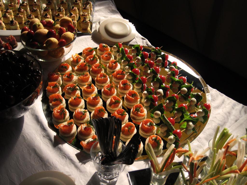 Банкетные закуски иканапе с фото